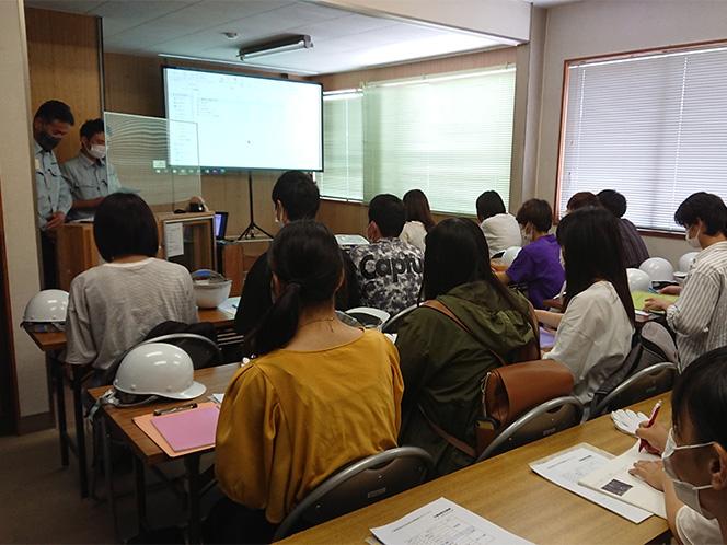 短大生 会社訪問<br /> 及び学外研修会の開催1
